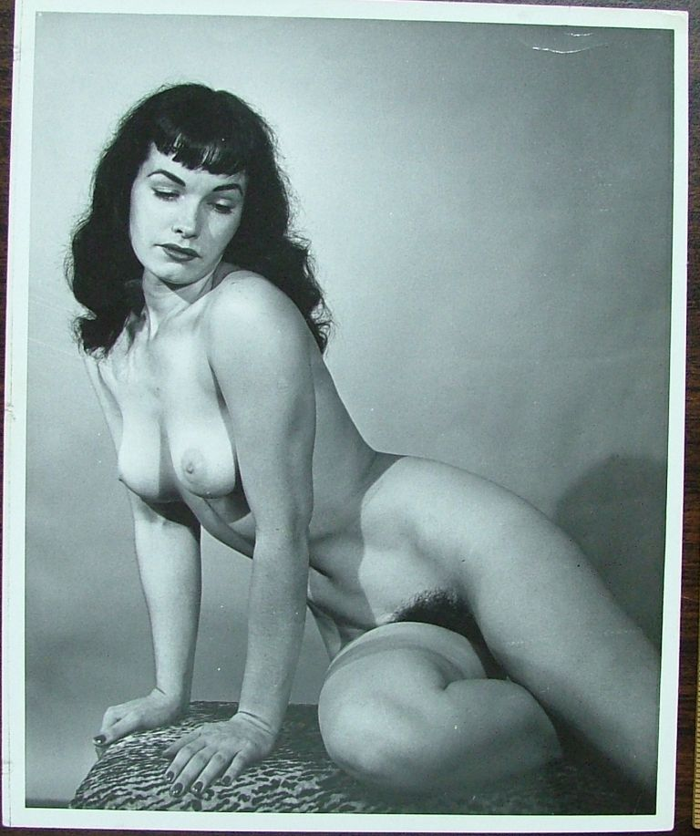 An 8 x 10 glossy nude photo of Bettie Page signed by the photographer Morris glassman in 1993. Bettie Page.