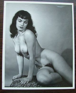 An 8 x 10 glossy nude photo of Bettie Page signed by the photographer Morris glassman in 1993.